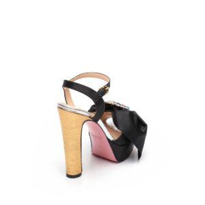 Sandalo nero con plateau Tipe e Tacchi